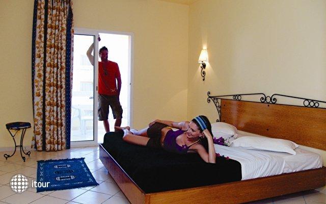 Sun Beach Resort 7