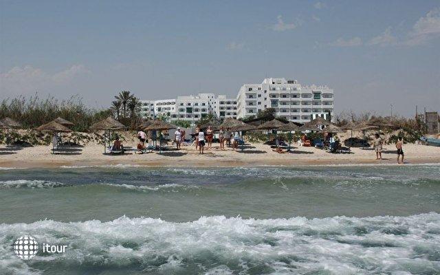 Jinene Beach 5