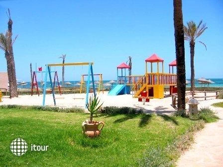 Zita Beach 9