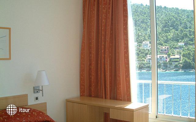 Hotel Feral 3