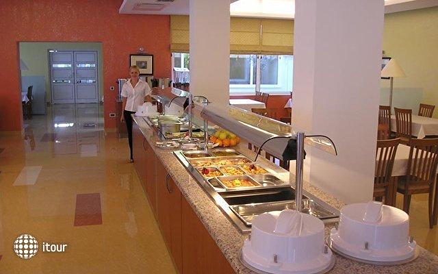 Hotel Feral 4