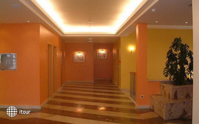 Hotel Feral 5
