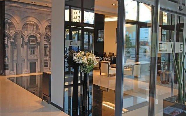 Atrium Hotel 6