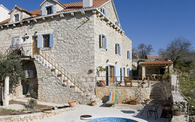 Holiday House Vicina 1