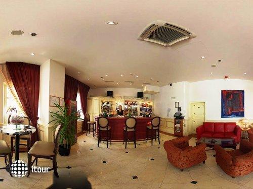 Arbiana Hotel 4