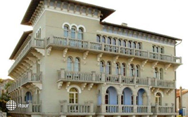 Arbiana Hotel 8