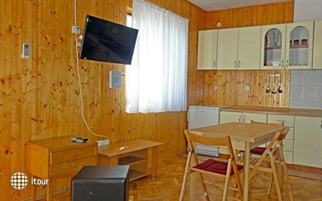 Apartments Venci 4
