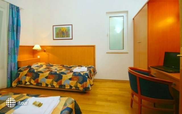 Fontana Hotel 5