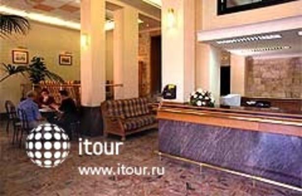 Marina Hotel 4