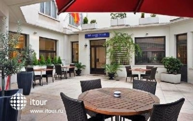 Tryp Blanche Fontaine 2