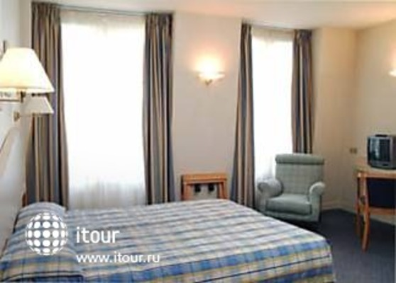 Tryp Blanche Fontaine 8