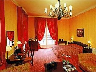Louvre Hotel 12
