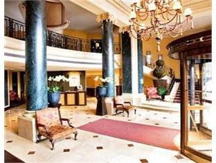 Louvre Hotel 18