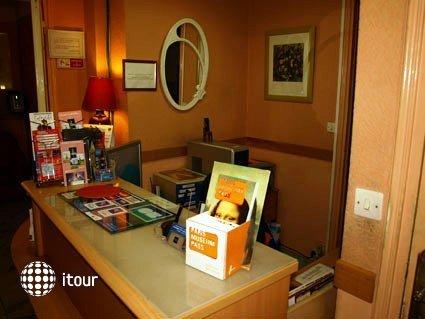 Mary's Hotel 8