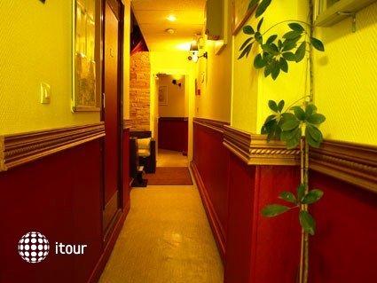 Mary's Hotel 9
