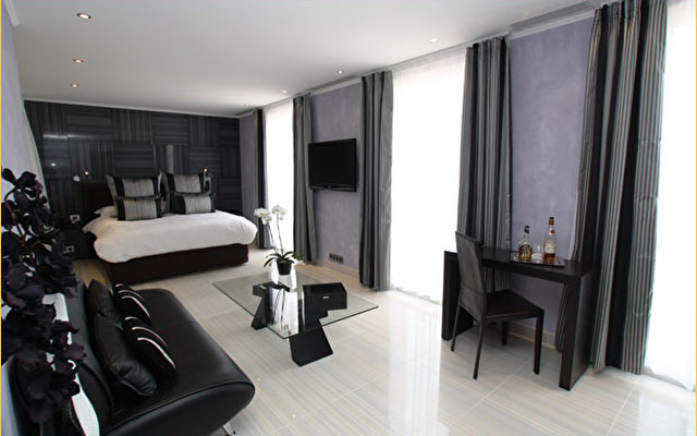 Mercure Massena 6