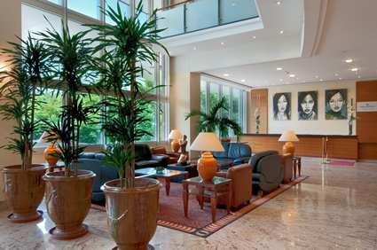 Hilton Lyon 10