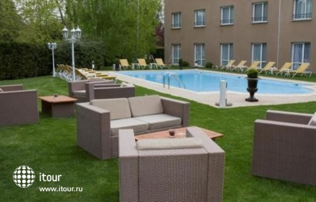 Best Western Le Longchamp 2