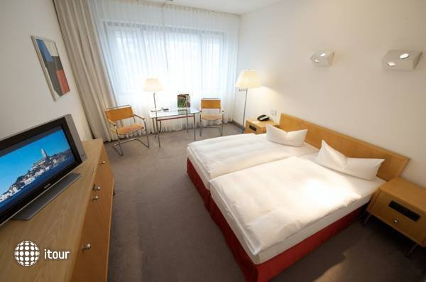 Holiday Inn Berlin City-west 7