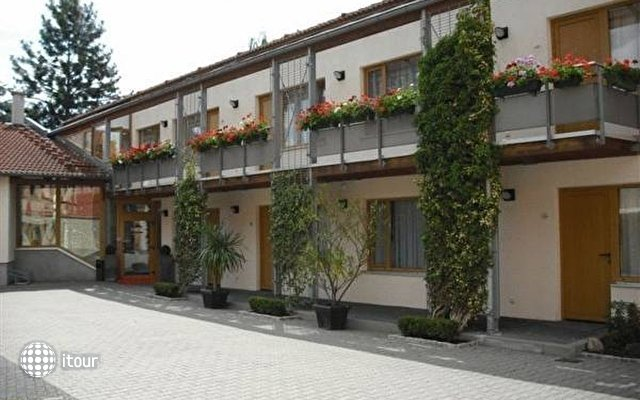 Hotel Port Inn 1