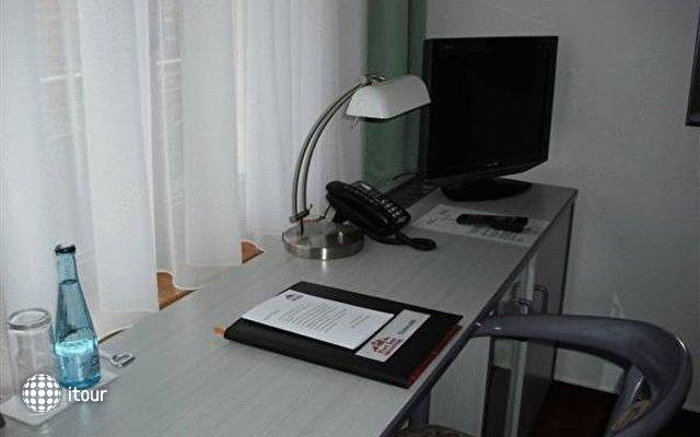 Hotel Port Inn 2