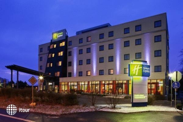 Holiday Inn Express Munich Airport Hotel Schwaig 1