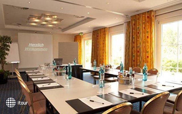 Ramada Hotel Frankfurt Airport West 8