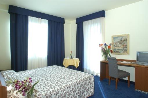 Blu Hotel Roma 9