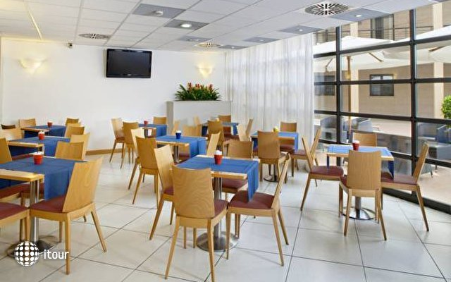 Express By Holiday Inn San Giovanni 9