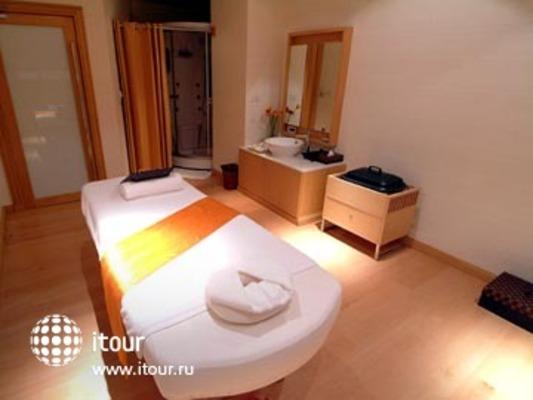 Bandara Suites Silom 4