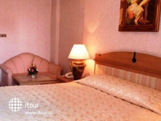 Niran Grand Hotel 9