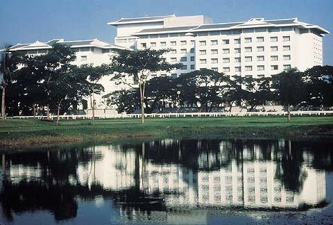 Four Seasons Hotel Bangkok 1