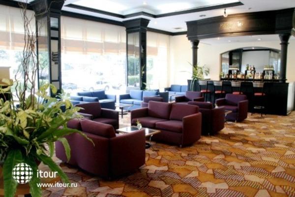 Louis' Tavern Hotel 6