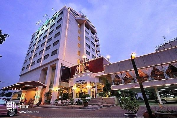 Louis' Tavern Hotel 1
