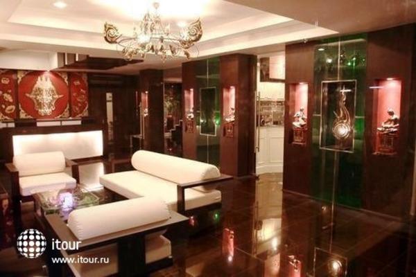 Mirth Sathorn Hotel 9