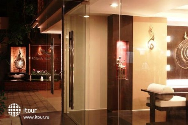 Mirth Sathorn Hotel 10
