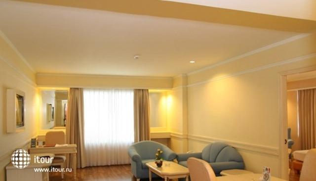 The Palazzo Hotel 8