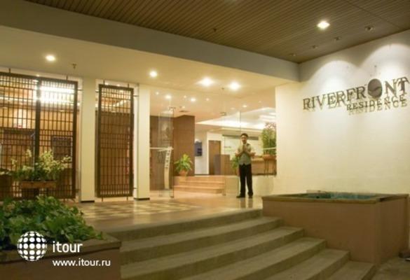 Riverfront Residence 9