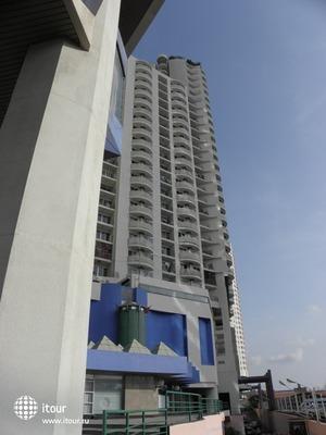Riverfront Residence 2
