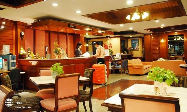 Silom Village Inn 4
