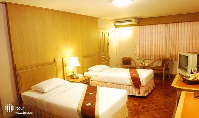 Silom Village Inn 3
