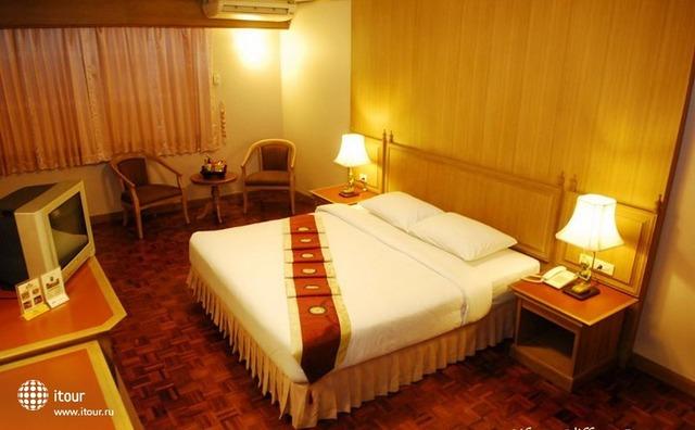 Silom Village Inn 7