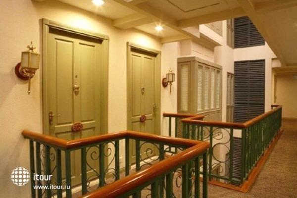 Saladaeng Colonnade 8