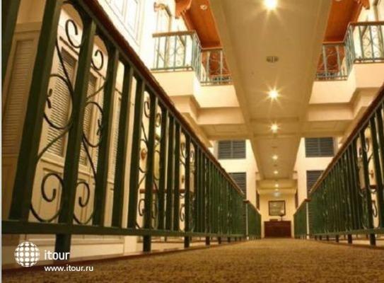 Saladaeng Colonnade 10