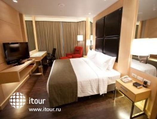 Ramada Hotel & Suites, Bangkok 5