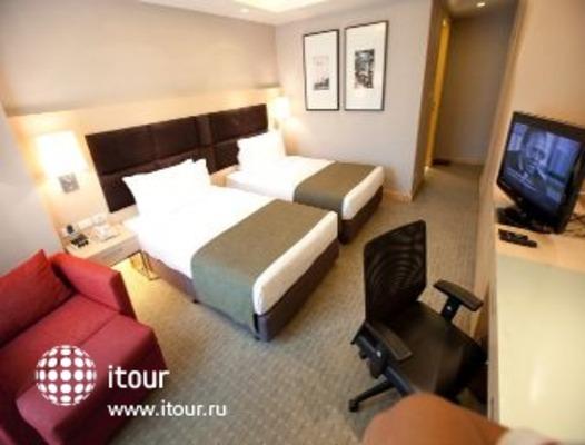 Ramada Hotel & Suites, Bangkok 6