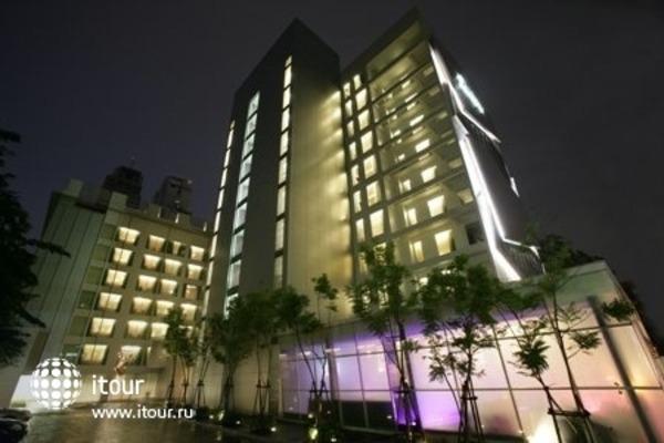 Radisson Suites Bangkok Sukhumvit 1