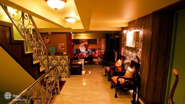 Sabai Sabai Sukhumvit Hotel 4