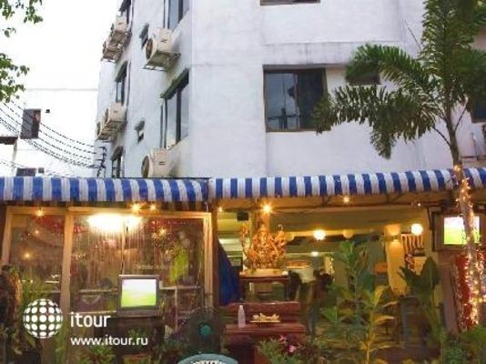 Sawasdee Banglumpoo Inn 1
