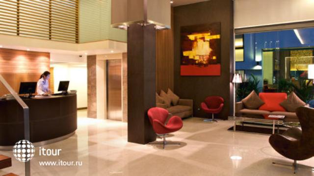 Sacha's Hotel Uno 1
